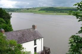 Vom Bootshaus in Laugharne aus, in dem er bis 1953 lebte, lässt sich die Flussmündung des Taf überblicken.