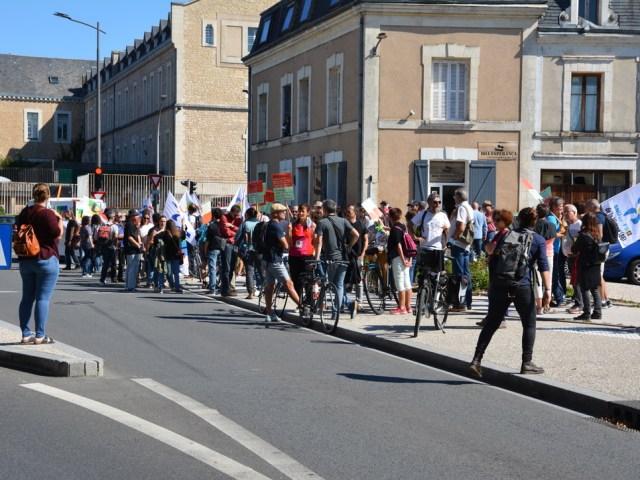 Poitiers : violente agression de militants dans une manifestation des travailleurs de l'éducation nationale