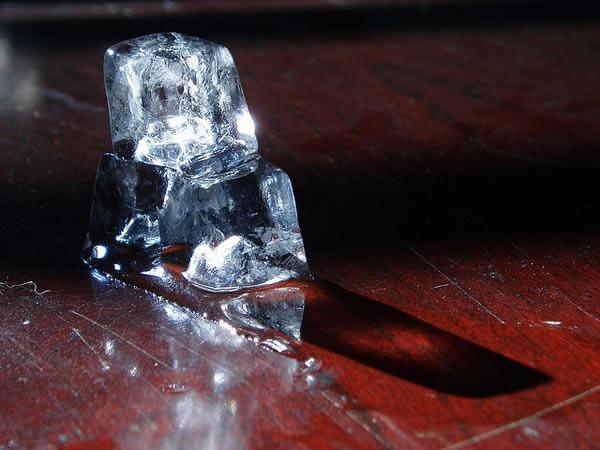 como-hacer-cubos-de-hielo-cristalino_1
