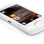Sony Ericsson Live with Walkman con Android Gingerbread 2.3 - Sony-Ercisson-Live-Walkman-Front-Angle_White