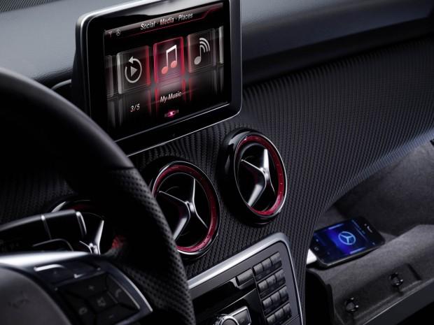 Siri llegará a los autos Mercedes Benz - 01-a-class-iphone-siri