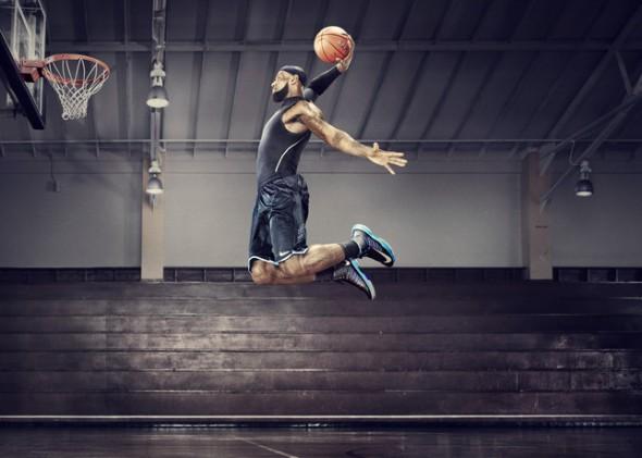 Nike Plus Lebron James Lunar Hyperdunk 2012 590x421 ¿Cómo miden tu salto vertical los nuevos Nike+ Basketball?