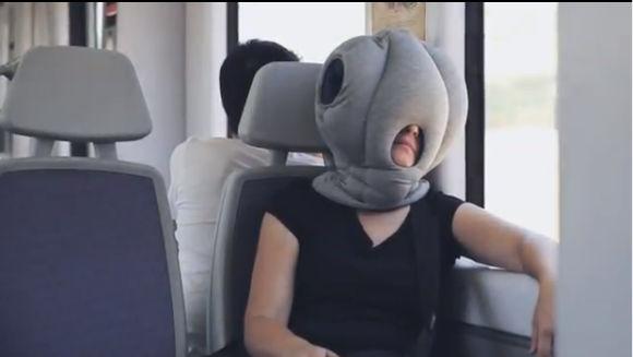 Interesante almohada para dormir en cualquier parte - ostrich-pillow
