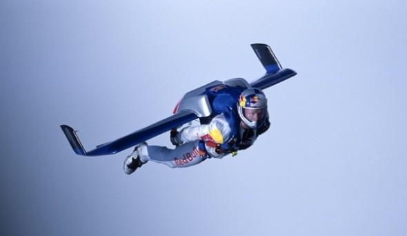 ¿Quién es Felix Baumgartner? Te mostramos un top de sus cinco mejores saltos - felix-baumgartner-english-channel-590x342