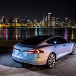 El vehículo eléctrico Tesla S gana el premio Auto del Año que otorga la revista Automobile Mag - Tesla-Model-S-rear-right-side-view