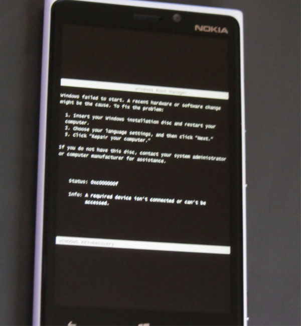 """Reportan un error en Windows Phone 8, en donde pide """"insertar el CD de instalación y reiniciar el equipo"""" - error-en-windows-phone-insertar-disco-instalacion"""