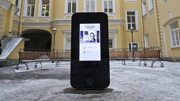 Diseñan un iPhone gigante en homenaje a Steve Jobs - iphone-gigante