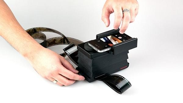 Convierte negativos de fotografías a formato digital con Lomography Smartphone Film Scanner - lomography-smartphone-film-scanner
