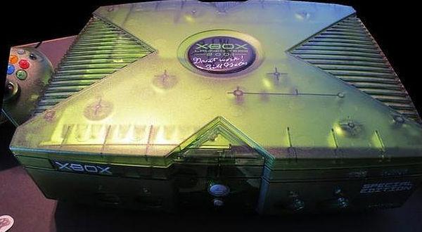 Subastan en eBay Xbox edición especial transparente firmada por Bill Gates - subastan-xbox-firmado-por-bill-gates