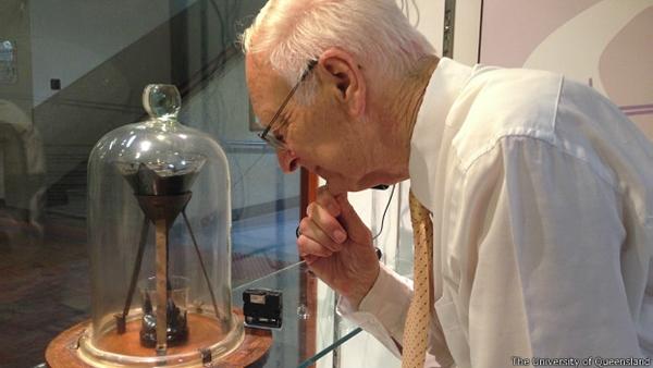 Gran expectativa por ver caer una gota de brea en un experimento que inició en 1927 - experimento-gota-de-brea