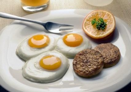 Estudios señalan que ingerir huevo no es tan perjudicial para la salud como se creia