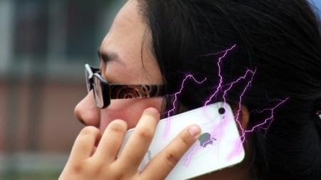 Joven china muere por descarga eléctrica al contestar su iPhone 5