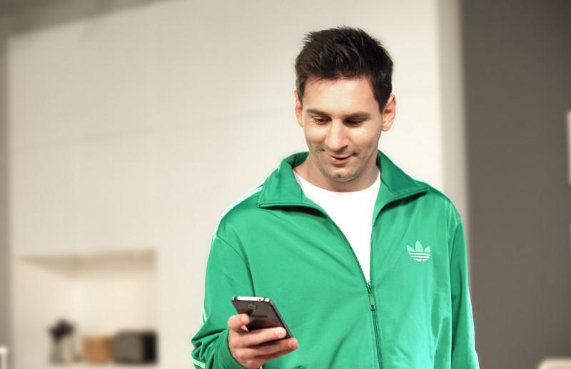 WeChat supera los 70 millones de usuarios y lo celebra con Lionel Messi - wechat-messi-800x518
