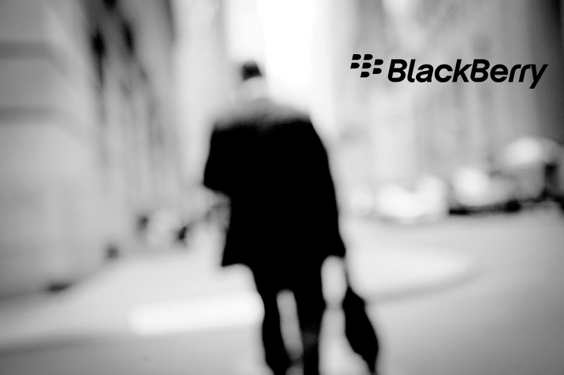 BlackBerry estima pérdidas de mil millones de dólares y el despido de 4,500 empleados  - BlackBerry-crisis-despidos
