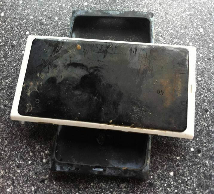 Nokia Lumia 800 pasa más de 3 meses en un lago y aún funciona - nokia-lumia-800-lago