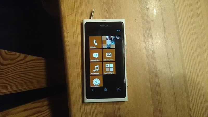 Nokia Lumia 800 pasa más de 3 meses en un lago y aún funciona - nokia-lumia-lago-funcionando