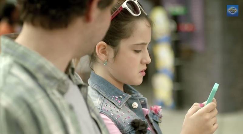 Universal Studios copia descaradamente un comercial de Apple y su iPhone - Universal-Studios-comercial-2