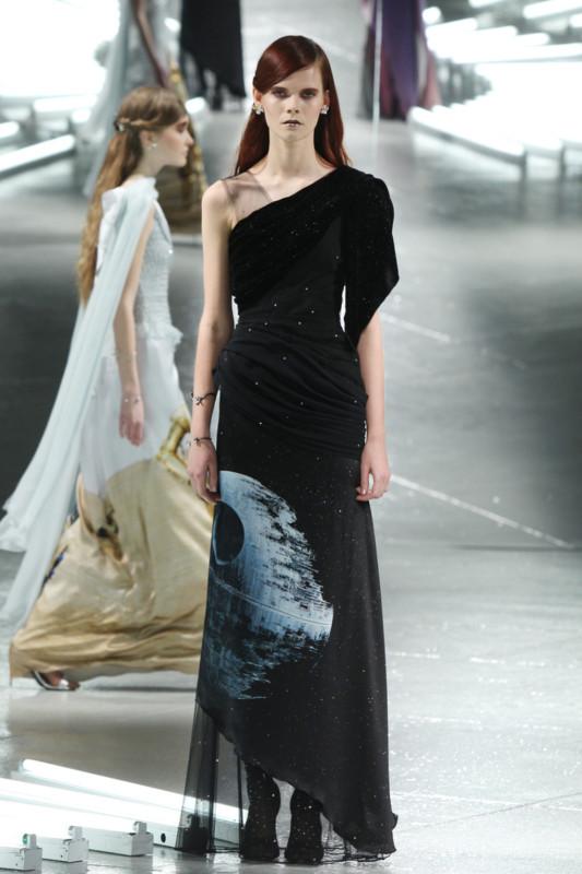 Vestidos de Star Wars hacen presencia en el New York Fashion Week - star-wars-fashion-week-1-533x800