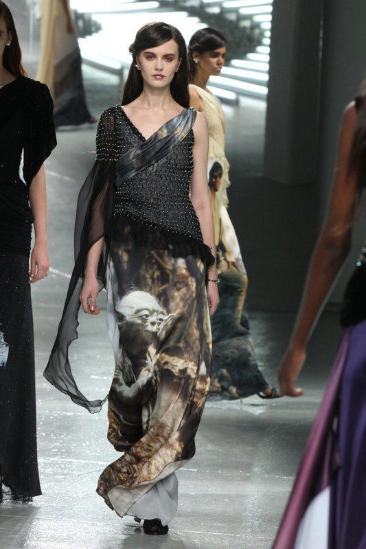 Vestidos de Star Wars hacen presencia en el New York Fashion Week - star-wars-fashion-week-3-533x800