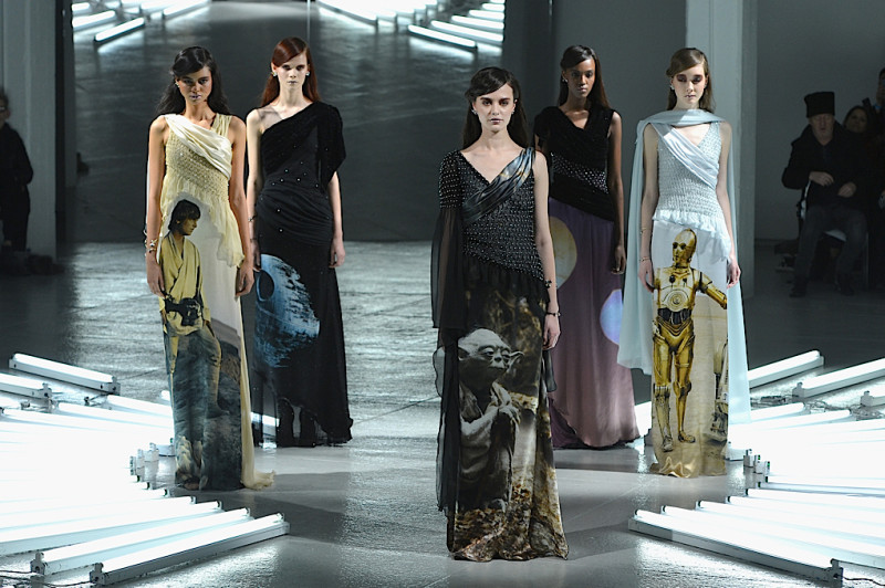 Vestidos de Star Wars hacen presencia en el New York Fashion Week - star-wars-fashion-week-800x532