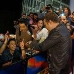Estreno de la semana en el cine: Need For Speed: La película - Actor_Aaron_Paul_and_his_fans_Mexico_Premiere_of_DreamWorks_Pictures_NEED_FOR_SPEED_on_March_8_2014_at_the_Cinepolis_Patio_Santa_Fe_in_Mexico_City._Photo_by_Julio_Pineda