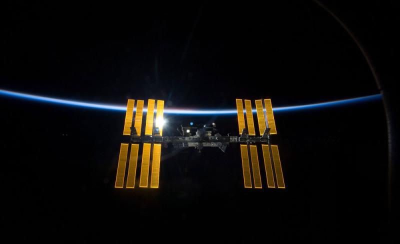 SEALs de EEUU trabajan en celdas solares espaciales para enviar energía a la Tierra - energia-solar-espacial-800x488