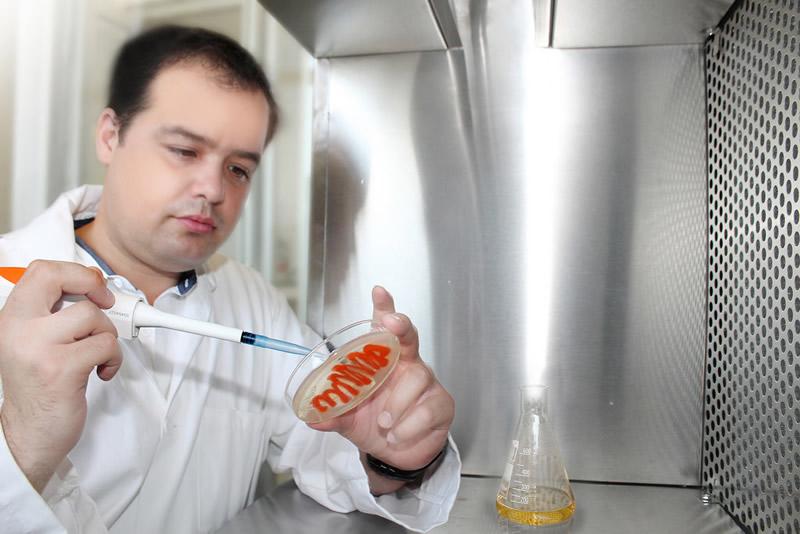 Investigador de la UANL logra incrementar efecto de antibióticos con sales de plata - Jose-Ruben-Morones-Ramirez
