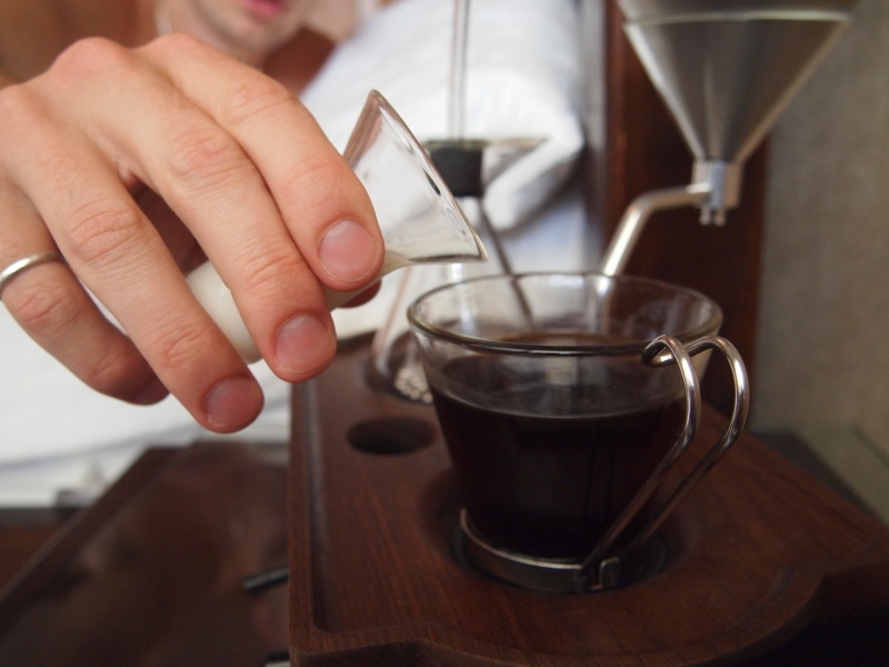 Inventan increíble reloj despertador que te prepara el café - P7092065-800x600