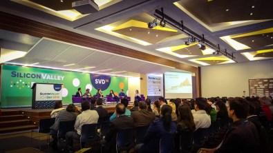 Así se vivió el primer Silicon Valley Day en México - panel-la-cultura-emprendendora-de-Silicon-Valley