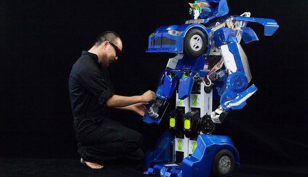 Crean un impresionante robot transformer a escala - robot-transformer