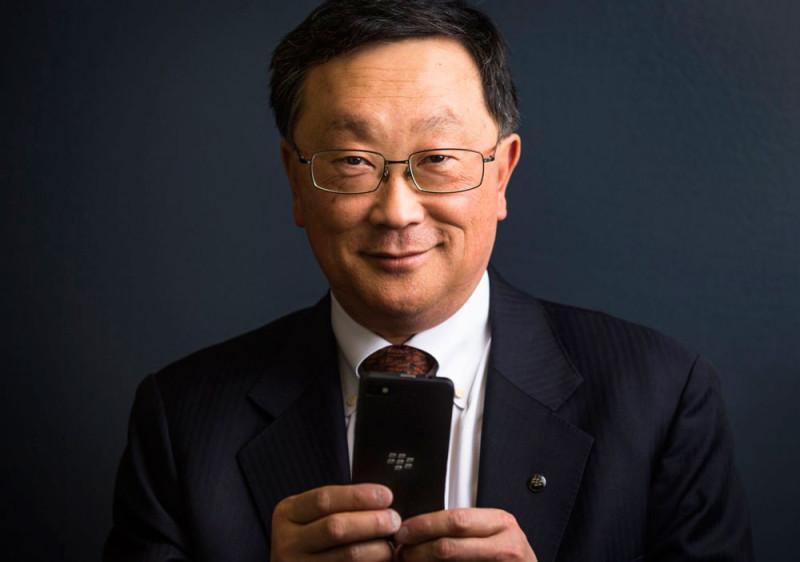CEO de BlackBerry quiere que por ley se obligue a desarrollar apps para todas las plataformas - john-chen-800x562