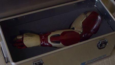 Robert Downey Jr. regala una prótesis de Iron Man a un niño discapacitado