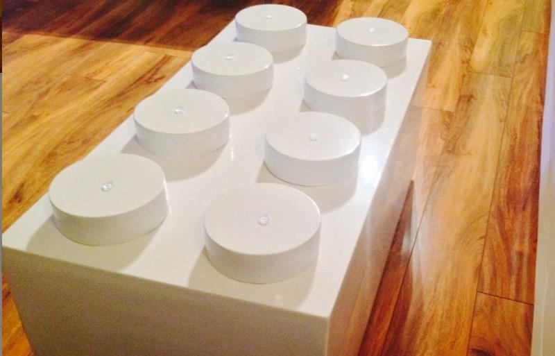 Conoce la mesa de café en forma de LEGO para decorar tu sala - mesa-en-forma-de-LEGO