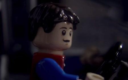 Recrean escena de torre del reloj de volver al futuro con LEGO