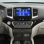 Honda Pilot 2016 quiere conquistar el segmento de SUV de tres filas de asientos - Honda-Pilot-2016-Interior
