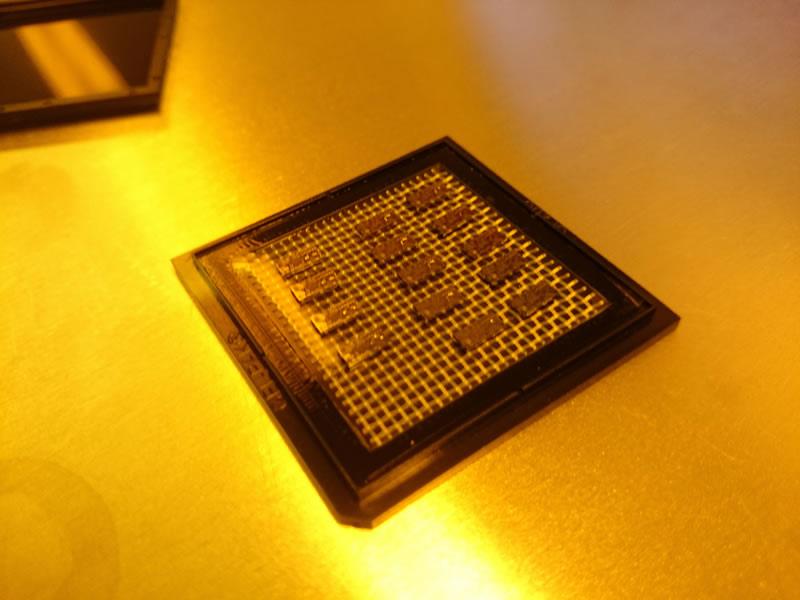 Con nanotecnología IPN fabrica prototipo de implante coclear para tratamiento en niños con sordera - Nanotecnologia-Chips-sordera