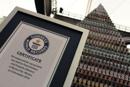 México acredita el título de Guinness World Records con pirámide de vasos conmemorativos de Star Wars