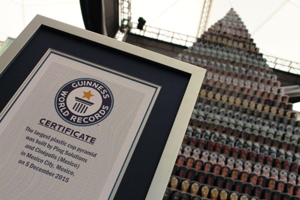 México acredita el título de Guinness World Records con pirámide de vasos conmemorativos de Star Wars - la-piramide-de-vasos-mas-grande-del-mundo