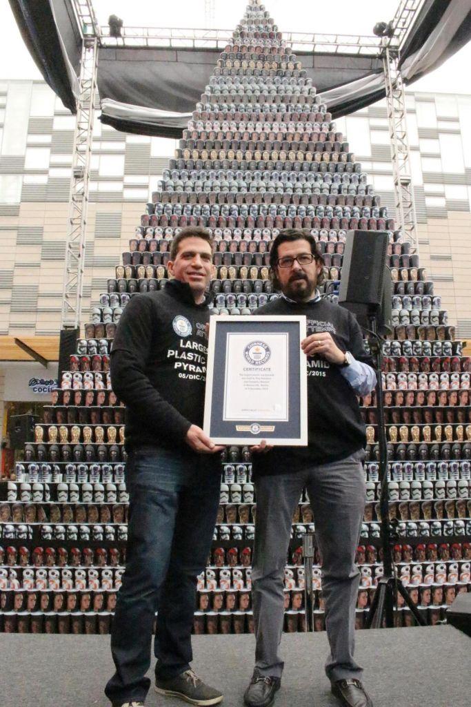 México acredita el título de Guinness World Records con pirámide de vasos conmemorativos de Star Wars - moris-gutterman-ping-solutions-ramon-ramirez-cinepolis-la-piramide-de-vasos-mas-grande-del-mundo