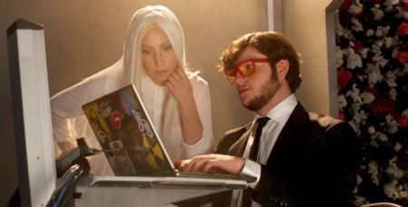Lady Gaga se une con diversas empresas para combatir el cyber bulling