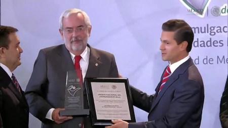 La UNAM gana el Premio Nacional del Emprendedor 2015