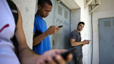 Google planea ayudar a Cuba a extender el acceso a internet