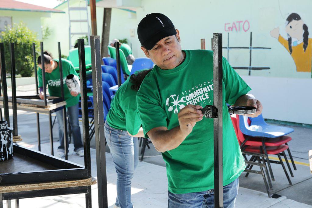 Starbucks promueve el servicio comunitario en México - mes-mundial-de-servicio-comunitario_-mantenimiento-a-escuelas-publicas