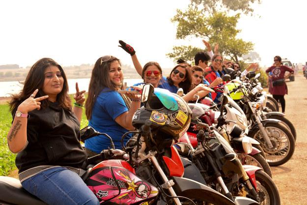 Mujeres ejemplares en Facebook - mujeres-en-motocicleta-india