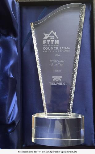 Reconocen a TELMEX como el Operador de Telecomunicaciones del Año 2015 - reconocimiento-telmex-ftth
