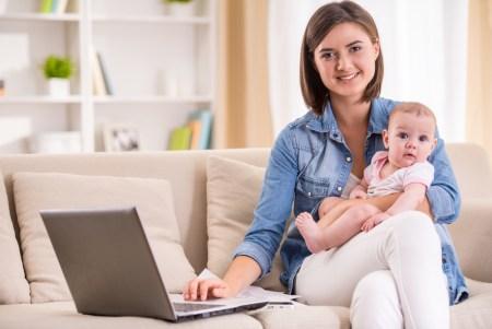 Educación en línea, una oportunidad para que mamá continúe su preparación profesional y personal