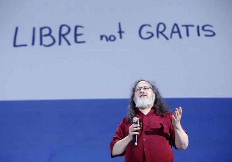 Richard Stallman critica el control de los dispositivos móviles sobre los usuarios - richard-stallman-valencia-espana-800x557