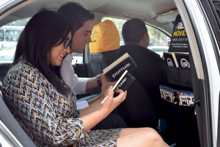 Easy Taxi te presta un libro mientras viajas #Bibliomovil