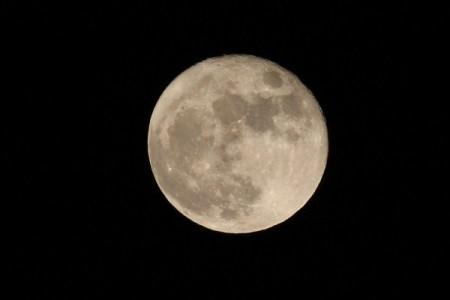 """NASA descubre una segunda """"Luna"""" pequeña que orbita junto a la Tierra"""