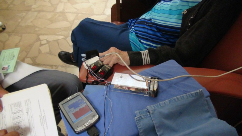 Biodispositivo para monitorear a distancia los signos vitales de pacientes de diabetes, hipertensión y obesidad - biodispositivo-cuenta-con-un-sistema-movil-de-medicion-de-signos-vitales1-800x450